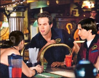 ??  ?? Ryan Reynolds, centre, and Justin Long are among the C-list unworthies starring in Waiting . . ., an unpalatable movie about employees of a fast food restaurant behaving badly.