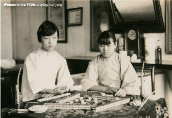 ??  ?? Women in the 1920s playing mahjong
