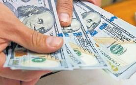??  ?? Debut. El dólar ahorro a ayer cotizaba $ 132 luego de todos los recargos.