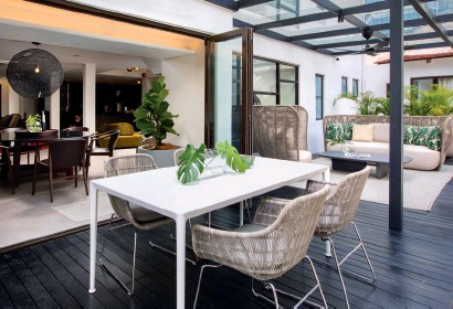??  ?? Clockwise from left: B&B Italia Outdoor takes pride of place on the terrace; The reception area; Elegant Giorgetti dining pieces; Iconic B&B Italia furniture