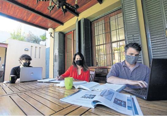 ?? Mauro alfieri ?? María Paula Villa alquila la galería de su casa, en Florida, para trabajadores de la zona que necesiten tranquilidad