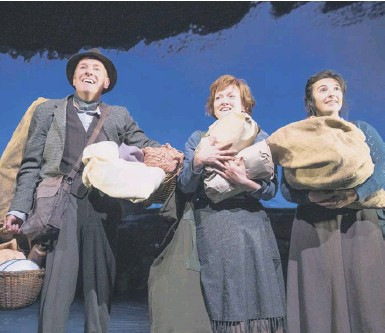 ??  ?? 0 Ann Louise Ross, Gary Mackay, Beth Marshall and Chiara Sparkes sparkle in The Yellow on the Broom