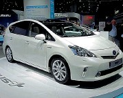 ??  ?? La Toyota Prius Hybrid combina benzina ed energia elettrica. Quando è ferma il motore termico è sempre spento