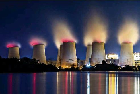 ?? (FHM) ?? La centrale à charbon de Jänschwalde est située dans le bassin minier du Brandebourg, dans l'est de l'Allemagne. Fonctionnant avec du lignite extrait d'une mine à ciel ouvert, elle fermera ses portes en 2028.