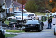 ?? (AP/Chuck Cook) ?? Police work Wednesday at the scene of the plane crash in Hattiesburg, Miss.