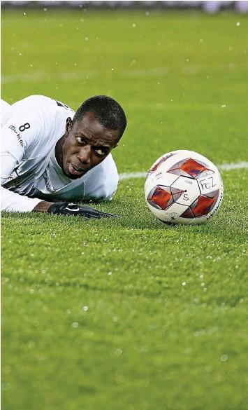 ?? Foto: C. Thoma (Freshfocus) ?? Einer der Gründe: Stürmer Assan Ceesay tut sich oft schwer im Umgang mit dem Ball.