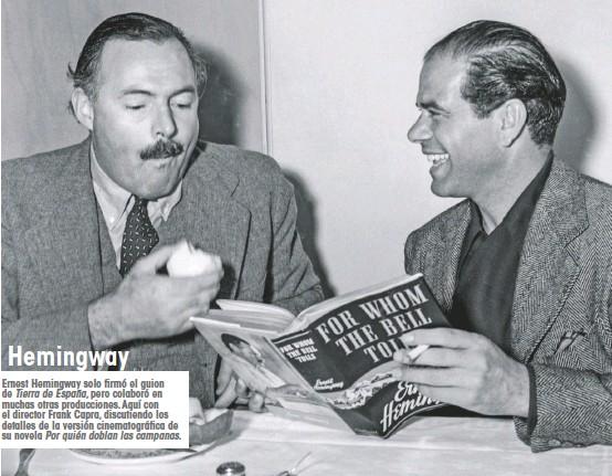 ??  ?? Ernest Hemingway solo firmó el guion de Tierra de España, pero colaboró en muchas otras producciones.Aquí con el director Frank Capra, discutiendo los detalles de la versión cinematográfica de su novela Por quién doblan las campanas. Hemingway