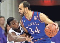 ?? PERRY ELLIS, RIGHT, BY KEVIN JAIRAJ, USA TODAY SPORTS ??
