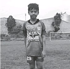 ??  ?? JOERBY Anito of team Rover FC was the man of the match when he scored the lone goal next to Crocs Pangil in the Under 13 category.
