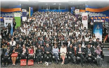 ??  ?? 双威大学精算系的学生委员和金融卓越中心(SAFE)曾经联手主办精算会议。