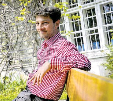 ?? BAUER ?? Mladen Savic im Garten der Villa For Forest, wo er untergebracht ist