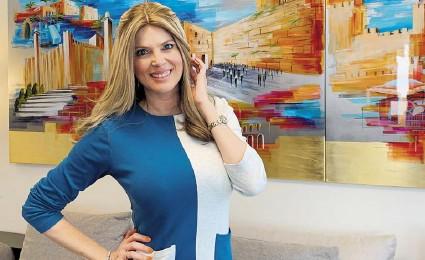 ?? EFE ?? Sarah Mintz posa en su apartamento, ubicado en el corazón de la Ciudad Santa, en Israel.