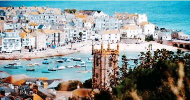 ??  ?? Shore thing: Pretty St Ives in Cornwall has been judged the happiest place in Britain