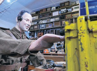 ?? PHOTO: RICHARD DAVISON ?? Come in, visitors . . . A new World War 2 radio operator display graces the Tuapeka Vintage Club Museum, in time for this year's Lawrence Heritage Day on Sunday.