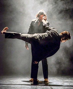 ?? — LAYZA VASCONCELOS ?? Darkness Poomba captures the flow and ebb of time in its energetic and intense stage performance.