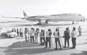 ?? — Gambar Bernama ?? KETIBAAN: Malaysia semalammenerima vaksin COVID-19 keluaran Sinovac yang diterbangkan dari Beijing, China menerusi penerbangan Malaysia Airlines MH319.