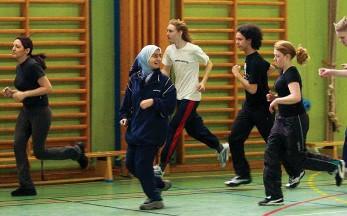 ?? Arkivbild: BJÖRN LARSSON ASK ?? GEMENSAM GYMPA. Utbildningsminister Gustav Fridolin (MP) vill stoppa könsuppdelad undervisning i svenska skolor.