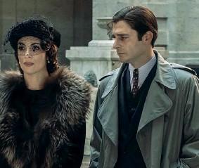 ??  ?? Anni 30 Lino Guanciale interpreta Il commissario Ricciardi nella serie ambientata negli anni 30