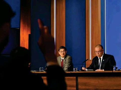 ?? (POOL/AFP/Getty) ?? Prof Wei Shen Lim ( l eft) and Prof Jonathan Van -Tam take questions at yesterday's briefing