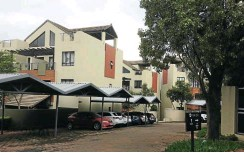 ??  ?? Three sectional title units in the Tinza Lifestyle Estate in Lonehill, Sandton, will go under PVA's hammer on April 26.