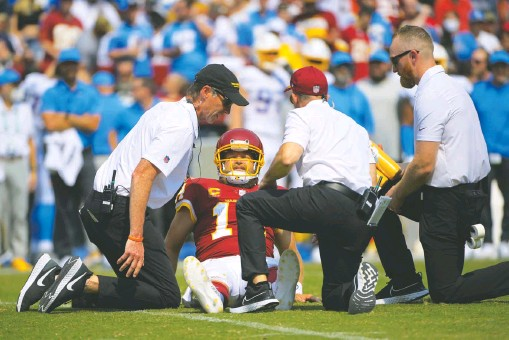 ?? JOHN MCDONNELL/THE WASHINGTON POST ?? Washington quarterback Ryan Fitzpatrick will be placed on injured reserve after suffering a partial dislocation of his right hip against the Chargers on Sunday.