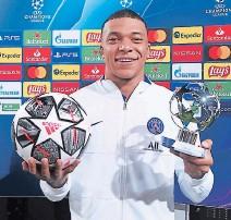?? FOTO: TWITTER ?? El ariete francés se fue del Camp Nou con el premio MVP del juego y el balón, después de su inolvidable triplete.