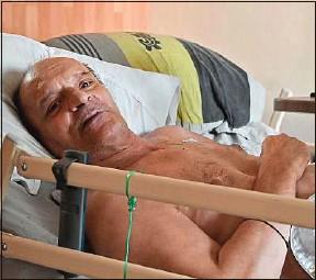 ??  ?? Alain Cocq, 57 ans, dans son appartement médicalisé, à Dijon, en août 2020.
