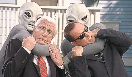 ??  ?? Многие люди, которых, как они утверждают, похищали пришельцы, интересовались уфологией или смотрели фильмы на эту тему. Кадр из фильма «Очень страшное кино 3»