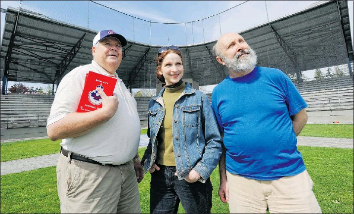 ?? JASON PAYNE — PNG ?? Ken McIntosh (left) and Rod Drown (right) co-authored a book on the 1974 New Westminster Single A baseball team, the Frasers. Renee Bucciarelli (centre) is the artistic director of City Stage New West, which is turning the book into a stage play,...