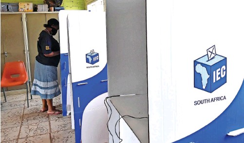 ?? | ITUMELENG ENGLISH African News Agency (ANA) ?? A WOMAN votes at a polling booth in Joburg. A survey shows that most voters support the notion of electoral reform in South Africa.