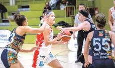 ?? FOTO: MARTIN FÜRLEGER ?? Die jüngste Angels-Spielerin Mona Berlitz wusste erneut ein paar offensive Akzente zu setzen.