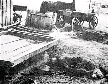 ?? ITAR-TASS/NEWSCOM ?? The photo of a starvation victim was on view at an exhibition Declassified Memory in Kiev, where documents from the archives of the Ukrainian Security Service on Holodomor, or the engineered famine of 1932 to 1933, were displayed. Last month...