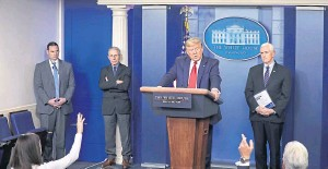 ??  ?? US president, Donald Trump, speaks at his daily White House briefing