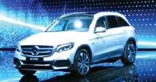 ??  ?? Mercedes-Benz unveiled a very-close-to-production GLC F-CELL SUV.