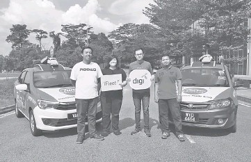 ??  ?? Rodeo Marketing vice president Joyce Chin (second left) and iFleet representative Keith Lee are seen with drivers Wong and Nabil. Rodeo has announced its partnership with Digi's iFleet to provide enhanced tracking results of its 'adtech' campaigns...