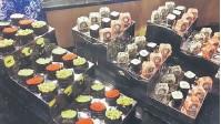 ??  ?? BANYAK PILIHAN: Sushi dan makis, antara menu yang ditawarkan oleh Renaissance The Painted Vaults and The Bazaar.
