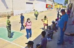 ??  ?? La Policía y la comunidad propician encuentros para la recuperación integral del sitio.