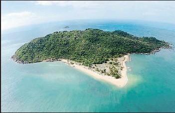?? . Isla Restauración. ?? Al nordeste de Australia, pertenece al estado de Queensland. Aunque está cerca de la costa, la separan 2.000 km de Brisbane, la capital