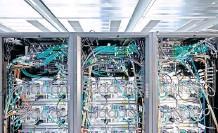 ?? FOTO: SEBASTIAN GOLLNOW/DPA ?? Mit Hochleistungscomputern wie diesem lassen sich neuronale Netze berechnen.