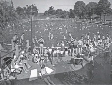 ?? LOUISVILLE WATER CO. ?? A 1929 view of the Crescent Hill pool in Louisville, Kentucky.