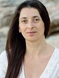 ??  ?? L'educazione come crescita Sopra, Michela Fregona, scrittrice giornalista e insegnante. Vite vere in «la classe degli altri» (Apogeo)
