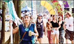 ?? VIETNAM NEWS AGENCY/VIET NAM NEWS ?? Quest Fest provides a chance for expats to dress up, party down and hit a globally-minded dancefloor with Vietnamese music lovers.