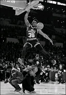 ?? Chris Pizzello/The Associated Press ?? Utah's Donovan Mitchell leaps over his sister, comedian Kevin Hart and Kevin Hart's son for one of his highlight dunks.