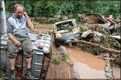 ??  ?? Dieses Foto von Daniel Schmitz im überfluteten Insul ist für seine Frau das erste Lebenszeichen von ihm.