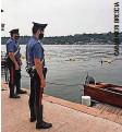 ??  ?? Carabinieri beim Boot der Opfer.