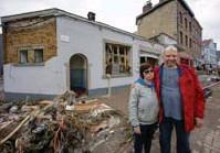 """?? FOTO OLIVIER MATTHYS ?? Jean-Luc en zijn vrouw blijven positief. """"Volgende week hopen we weer bouletten te verkopen."""""""