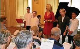??  ?? Elf bis -jährige Jungs begeistern im Sommerpalais in Greiz. Sie sind Schüler der Konzertklasse Little Opera aus Pennewitz/Hamburg Foto: Heidi Henze