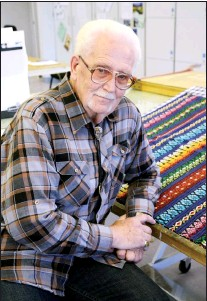 "?? FILE PHOTO ?? Allan Jensen, artist and teacher of note in the community, passed away at the age of 79 on Dec. 26. Jensen is seen here in a file photo taken September 2013 when he was recognized as a ""senior of distinctio­n"" in the community."