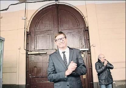?? MARTA PEREZ / EFE ?? Carles Mundó participó ayer en un acto de ERC en la prisión Modelo de Barcelona que cerró