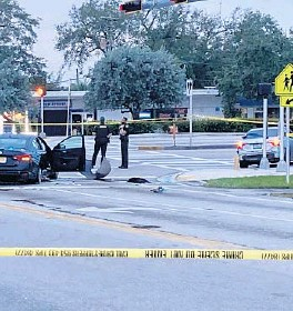 ?? FLORIDASUNSENTINEL WAYNEK. ROUSTAN/SOUTH ?? An early morning two-car collision inWest Park shut downthe 5600 block of Hallandale Beach Boulevard as detectives investigated reports of a shooting.